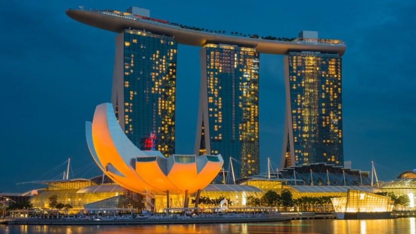新加坡生活水平高,但與香港文化背景相近,近年成為港人的移民熱點。(圖片來源:unsplash)