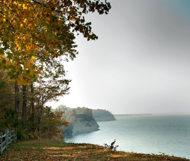 The 1900 Acre Plantation That Is The Site Of Stratford Hall Birthplace Of Robert E Lee Has Impressive Views Of Cliffs Along The Potomac River