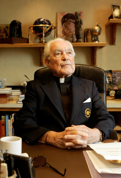 Rev Theodore Hesburgh 97 Dies Lifted Notre Dame And