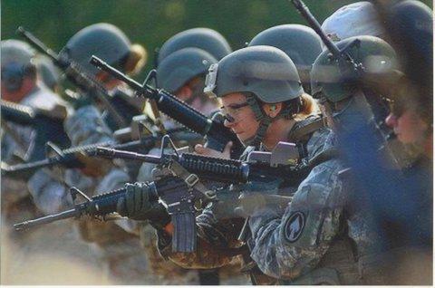 Opératrices du CST-2 (USSOCOM) à l'entraînement, 2010 (Photo U.S. Army).