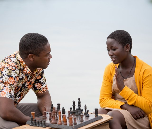 Review In Queen Of Katwe A Pawn Finds Her Crown Through Chess
