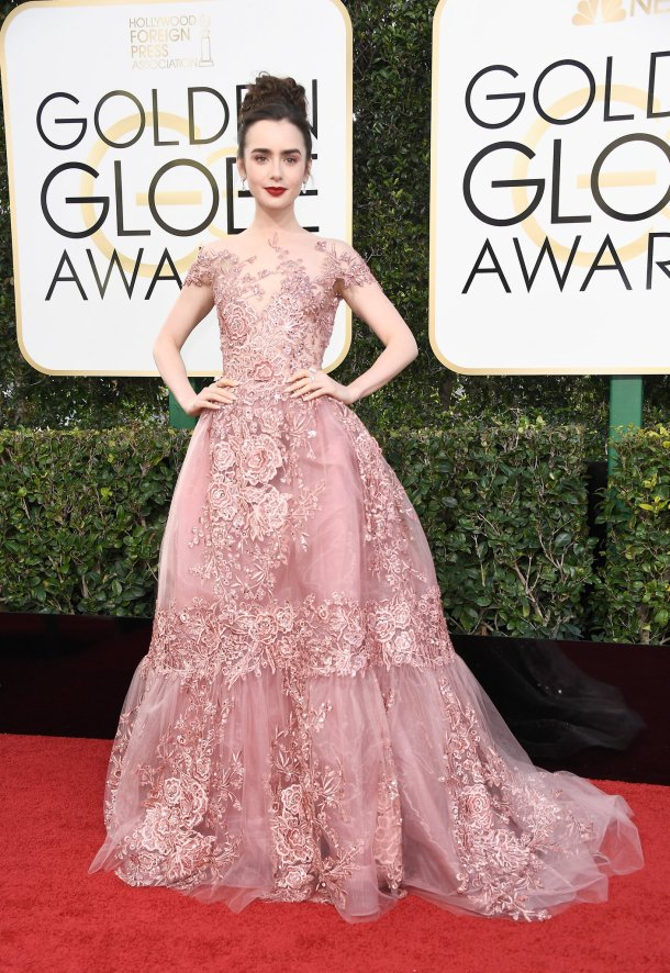 Resultado de imagem para Lily Collins no golden globe 2017