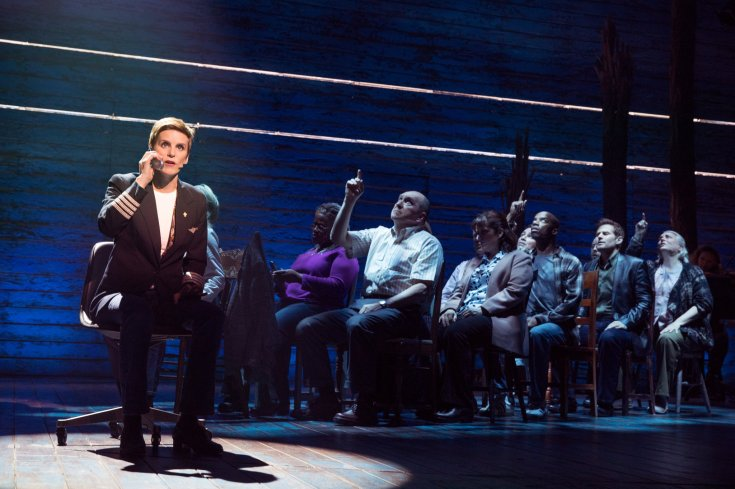 La comédie musicale Come From Away à New York est adaptée en film en 2021.