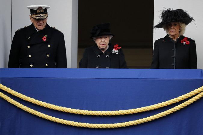 13queen 3 master675 - Queen Elizabeth II Delegates Wreath Ceremony to Prince Charles