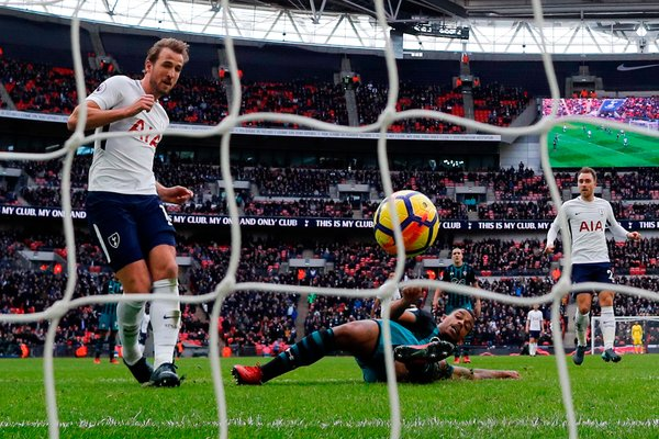 Harry Kane Breaks 2 Records With 3 Goals in Tottenham's Win - The ...