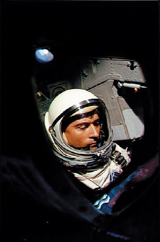 merlin 131936930 c3de71aa 1521 41bc b20c e4dd010b618a popup - John Young, Who Led First Space Shuttle Mission, Dies at 87