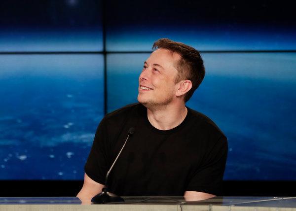 Elon Musk Wants to Fill Warren Buffett's 'Moat' With Candy ...