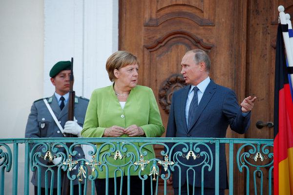 Merkel Holds Talks With Putin On Middle East, Libya, Ukraine