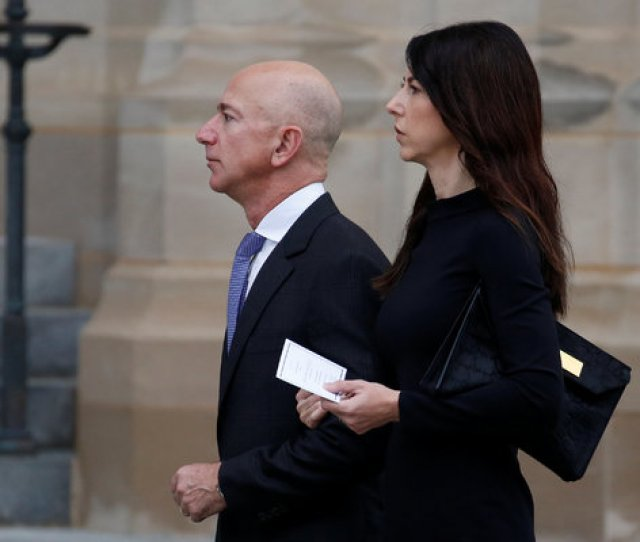 Image Jeff And Mackenzie Bezos
