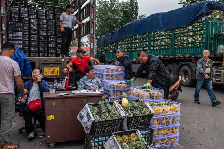 北京一家水果市场。除了食品以外,中国似乎没有更广泛层面的通货膨胀问题。但食品开销上涨已成为中国近期的话题。
