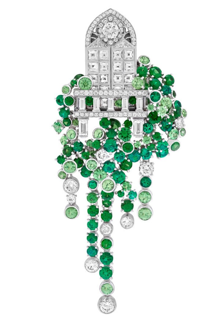 From the Van Cleef & Arpels Romeo & Juliet collection, the Balcone clip recreates Juliet's balcony in diamonds, with the ivy rendered in emeralds, tsavorite garnets and diamonds.