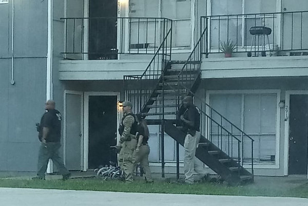 Agents with Immigration and Customs Enforcement at an apartment complex in Houston on Monday.