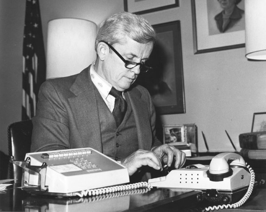 Paul Findley, Congressman Behind War Powers Act, Dies at 98