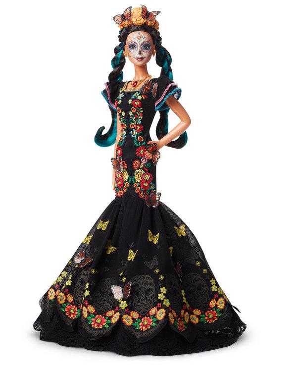 El diseñador del modelo de Barbie dijo que se inspiró en la vestimenta que llegó a ver usar a su madre.