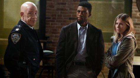 Chadwick Boseman & Sienna Miler in 21 Bridges recensie op Amazon Prime Video