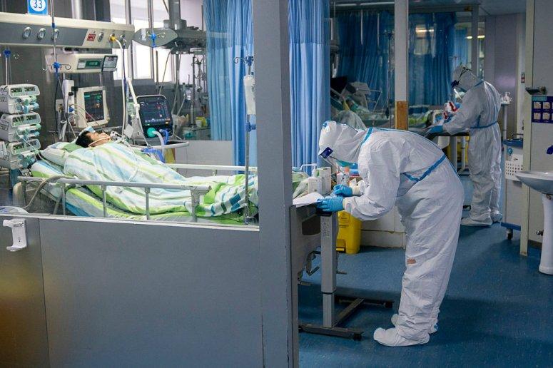 周五,武汉大学中南医院的重症监护病房。