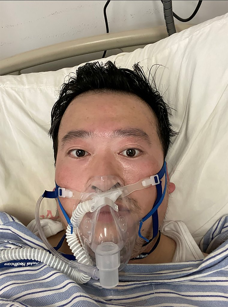 上個月在武漢中心醫院的李文亮。