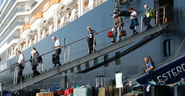 Coronavirus Live Updates: U.S. Cruise Ship Passengers Evacuated From Japan; Taiwan Reports First Death