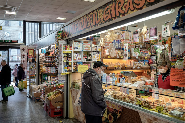People shopping in Milan, hard hit by the coronavirus. Doctors in Italy have found that loss of the sense of smell can be a sign of Covid-19, the disease caused by the coronavirus.