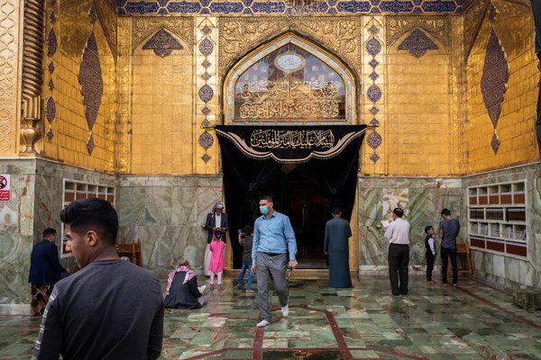El santuario del iman Ali en Najaf, Irak. Los jóvenes en Najaf tienen la tasa más alta de infección pero pocos síntomas.
