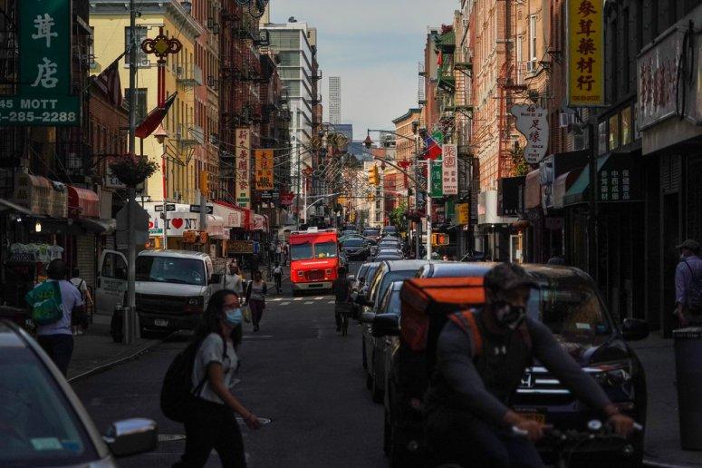 人口普查数据显示,华埠的大多数居民都是亚裔,但自2000年以来,他们的人口比例一直在逐渐下降。