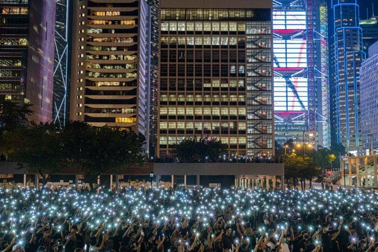 去年8月,在香港中环参加反政府集会的中学生。