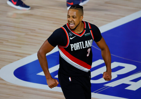 CJ McCollum, playing through a fracture in his back, scored eight of his 29 points in the final 3:08 in regulation against Memphis.