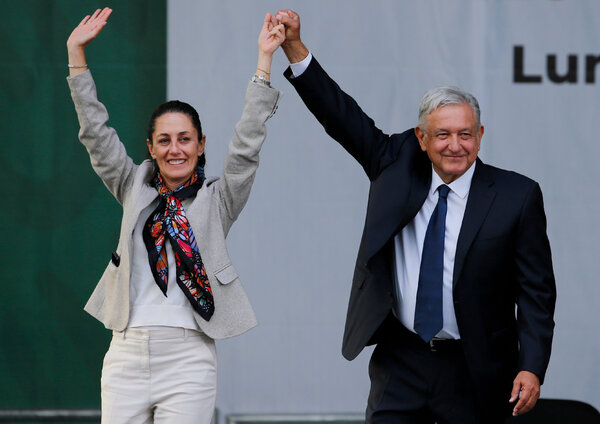 """Sheinbaum y el presidente López Obrador, han trabajado juntos desde hace décadas y sus asesores dicen que entre ellos hay """"afecto y admiración""""."""