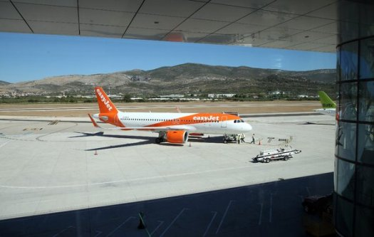 The airline easyJet, which expanded its flights about a month ago, said it would reverse course and reduce its flying schedule.