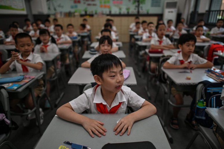 中國武漢,在當地政府上周組織的媒體參觀活動中,長春街小學的學生。