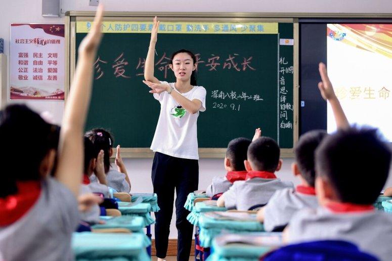 本月,中國東北城市瀋陽一所學校新學期的第一天。