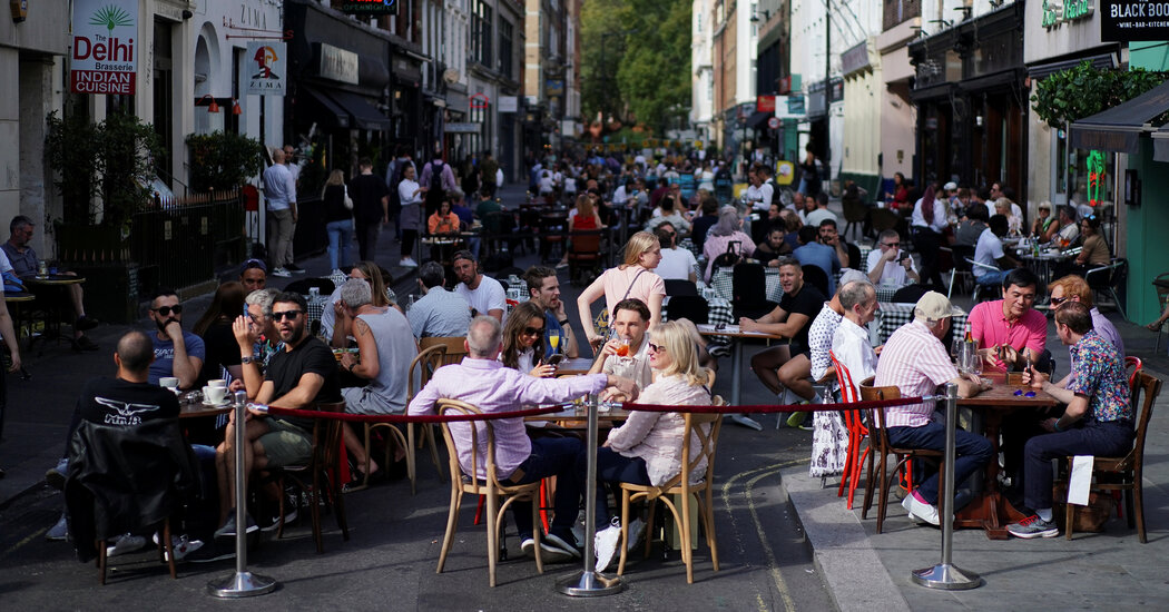 U.K.'s Boris Johnson to Order Pubs and Restaurants to Close Early