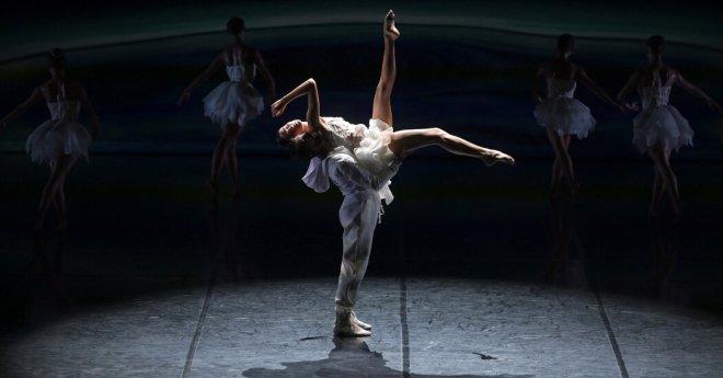 Review: A Dystopian 'Swan Lake' Bridges Ballet and Modern Dance