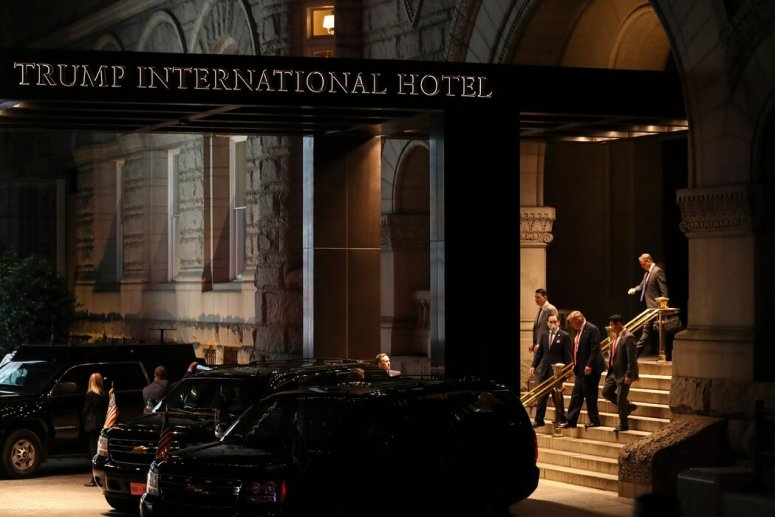 华盛顿的特朗普酒店一直是游说者、外国政客、宗教团体和福克斯名人来来往往的地方。