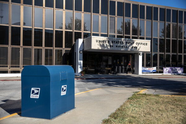 The United States Postal Service office on 2nd Avenue in Des Moines, Ia.