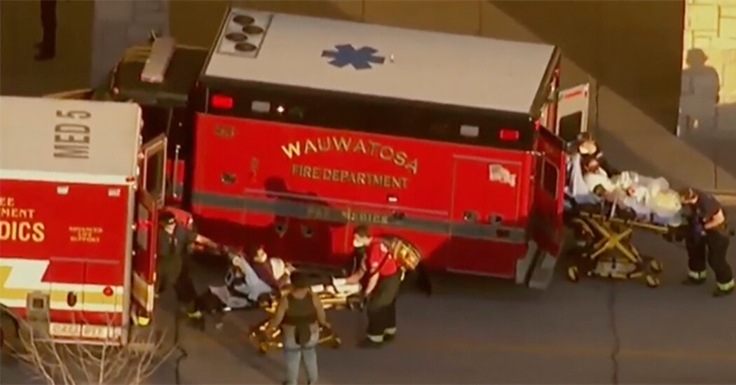 8 People Hurt in Shooting at Mall Near Milwaukee