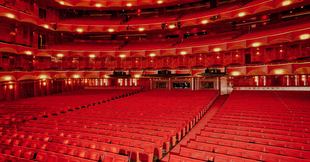 Metropolitan Opera to Lock Out Stagehands as Contract Talks Stall