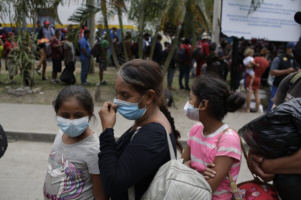 A family from Honduras in El Florido, Guatemala, on Monday stopped before seeking asylum in the United States after a caravan of migrants clashed with the police.