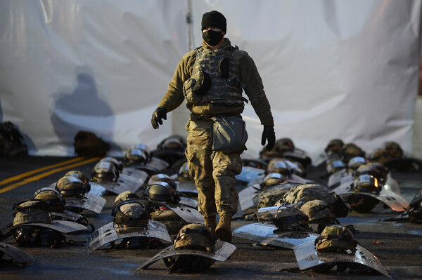 Unos 25.000 elementos de la Guardia Nacional se unieron a miles de oficiales de policía y un amplio sector del centro de Washington fue cerrado a la circulación.