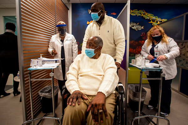 Hank Aaron preparing to receive his Covid-19 vaccination on Jan. 5 at the Morehouse School of Medicine in Atlanta.