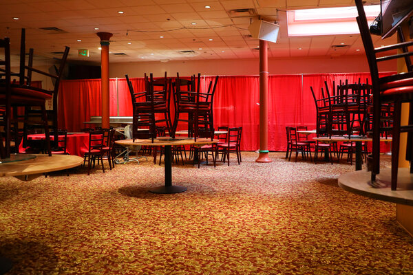 A closed banquet hall in San Francisco.  Epidemiological restrictions have caused many hospitality industry workers to spend on their work.