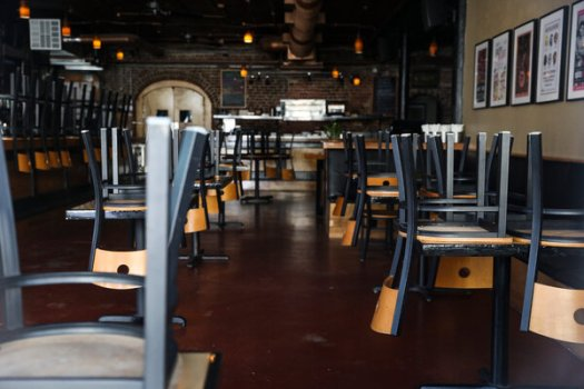 A closed restaurant in Tampa, Fla. The Federal Reserve chair, Jerome Powell, will testify before Congress on Tuesday and Wednesday about the economic recovery.