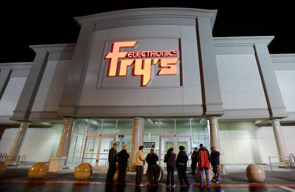 """A Fry's Electronics store in Renton, Wash.The retailer blamed the shutdown on """"changes in the retail industry and the challenges posed by the Covid-19 pandemic."""""""