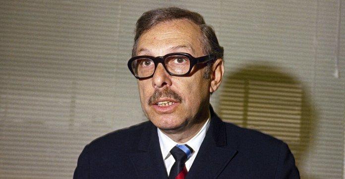 Lester L. Wolff, Influential Former Congressman, Dies at 102