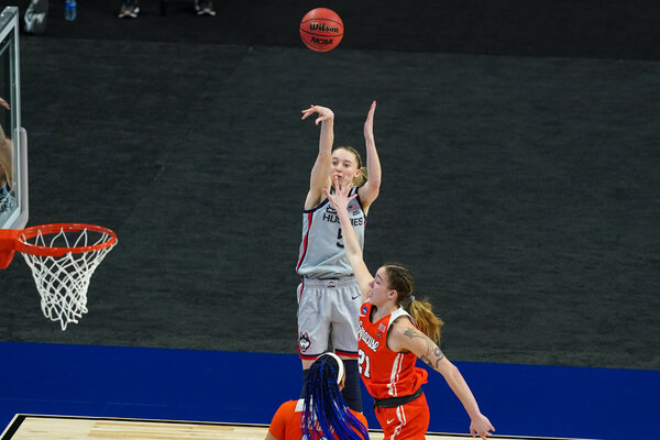 Paige Bueckers scored 20 points in an easy win over Syracuse.