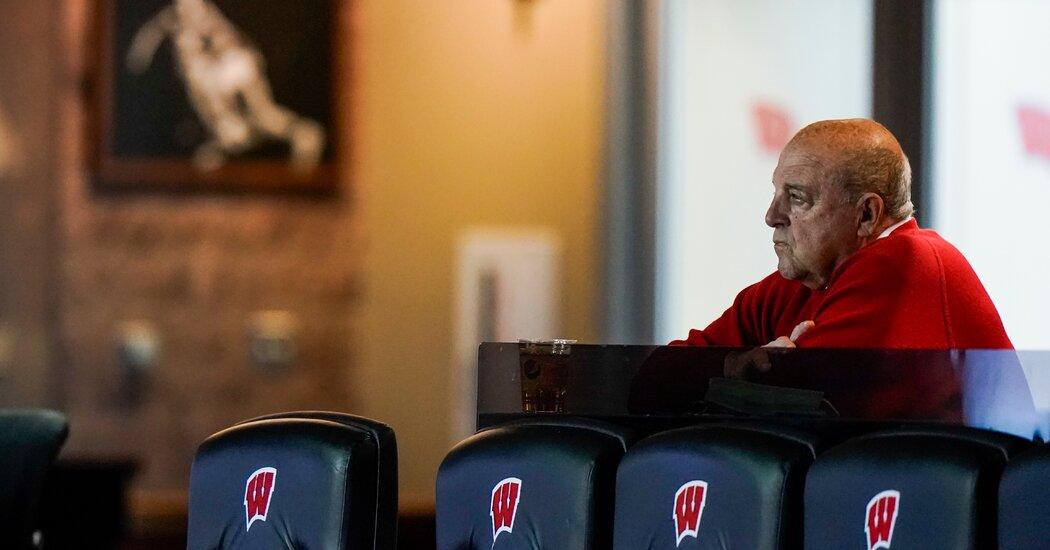 Wisconsin's Barry Alvarez Says He Will Retire