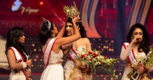 After snatching a crown, Ms. Mundo gives up herself