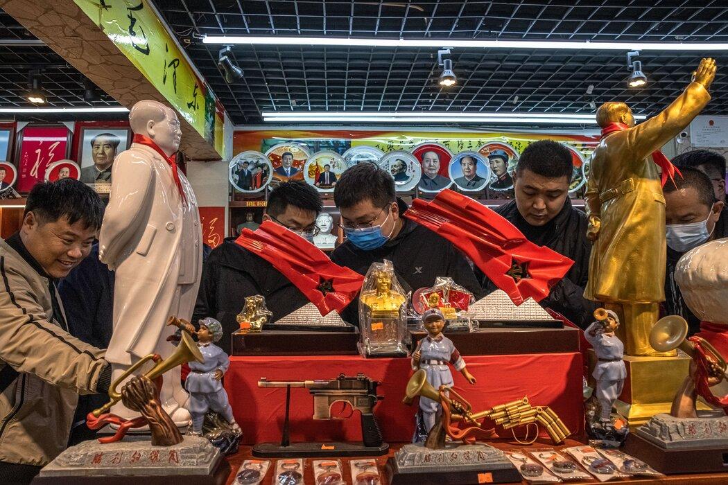 中国井冈山,一家销售中国共产党纪念品的商店。
