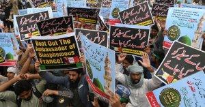 Screaming at Islamists, Pakistani Parliament debates expulsion of French ambassador
