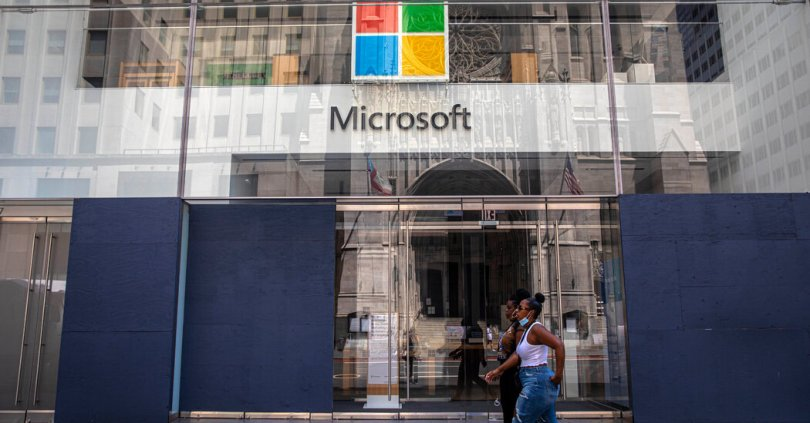 Microsoft reports strongest quarterly growth in years, as profit also rises.